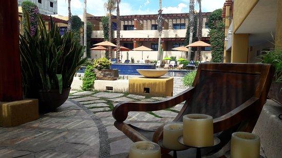 Los Patios Hotel: 20161101_122407_large.jpg