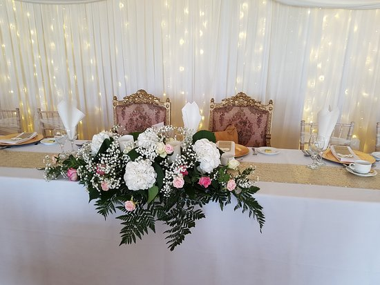 Kilrea, UK: Top Table-Beautiful Throne Chairs for Bride and Groom