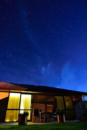 BigSky Bed & Breakfast: お部屋に向かっても星空が綺麗!