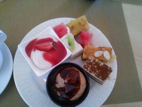 Mercure Grand Jebel Hafeet Al Ain: Десерт просто объеденье!