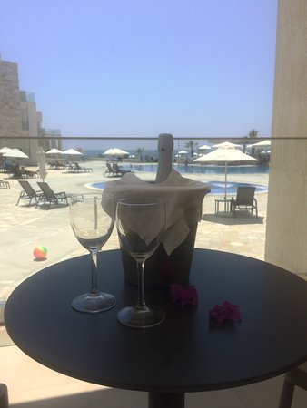 Amphora Hotel & Suites: photo0.jpg