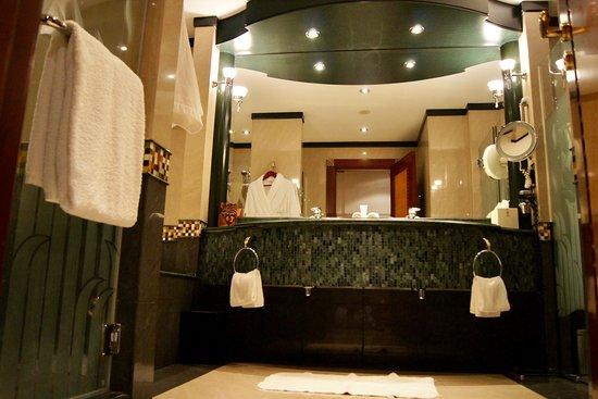 Grosses Badezimmer - Bild von Grand Hyatt Dubai, Dubai - TripAdvisor