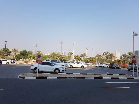 โรงแรมอาราเบียนปาร์ค: Parking Area