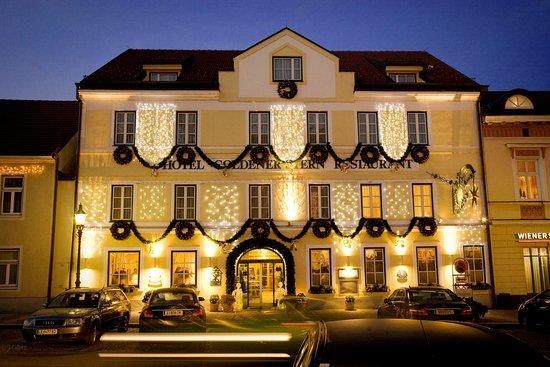 Gmuend, Austria: Das Romantik Hotel Goldener Stern im Winter