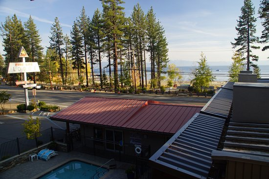 Tahoe Vista, Californien: From the balcony looking towards the lake
