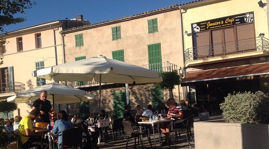 Santa Margalida, Spanien: vormittags auf der Plaza...