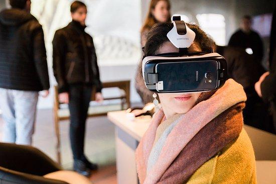 Virtual exhibit critique