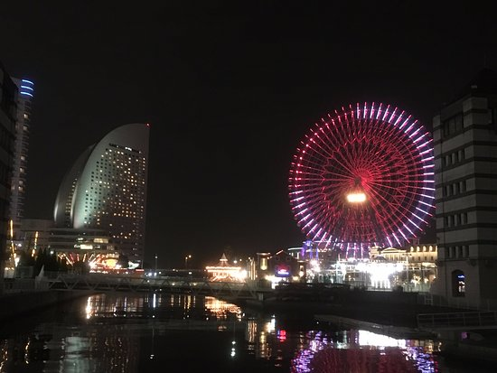 Minato Mirai 21: 大観覧車イルミネーション