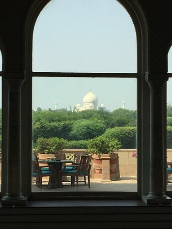 The Oberoi Amarvilas: View of Taj Mahal from ground floor lounge