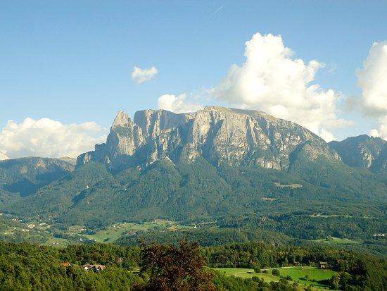 Naturhotel Wieserhof: Blick vom Wieserhof zum Schlern und zur Seiseralm