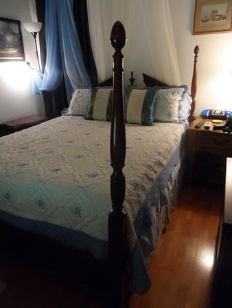 Out by the Sea Bed and Breakfast: Loved this bedroom