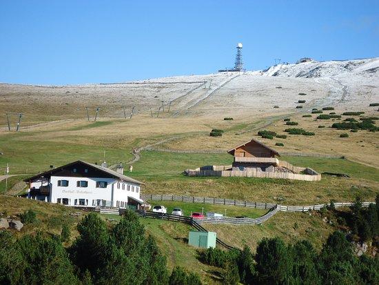 Naturhotel Wieserhof: Unterhornhaus mit Rittner Horn