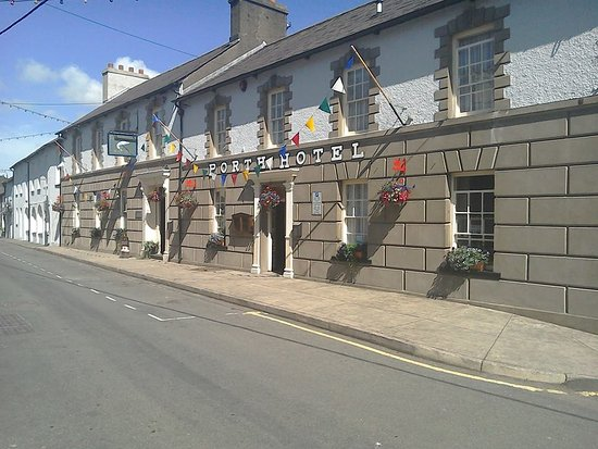 Llandysul, UK: Front of the traditional Inn - Gwesty'r Porth Hotel