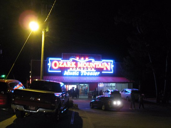 ‪Ozark Mountain Hoe-Down Music Theater‬