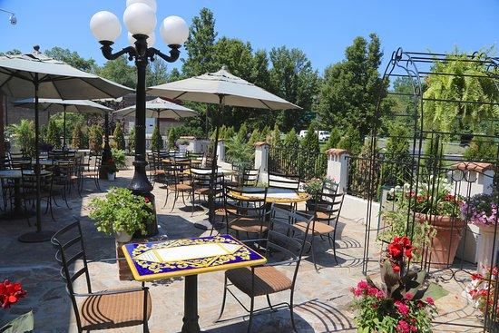 BEST WESTERN PLUS Fairfield Executive Inn: Outdoor Dining