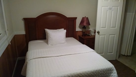 Tilghman, MD: The bed was only a full size, plenty for one person. Matress was good and firm.