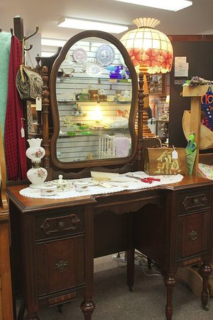 Granny's Antiques, Collectibles and Gifts