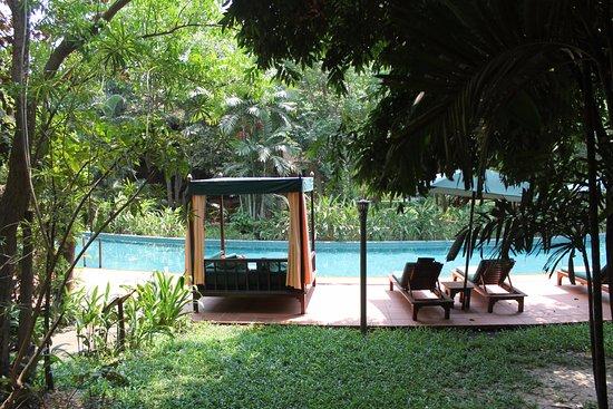 Angkor Village Resort: La rivière est une piscine
