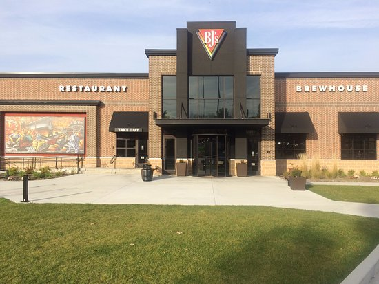 Fairlawn, OH: BJ's Brewhouse at Sumit Mall