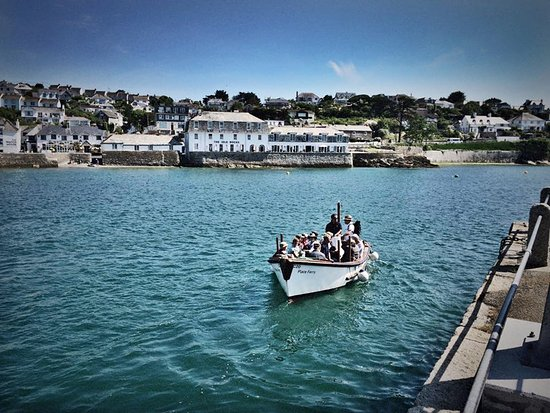 Place Ferry leaving St Mawes