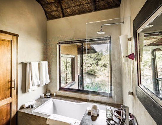 Three Cities Madikwe River Lodge: Bathroom with a view over the river (Photo by Drive South Africa, #TrekSouthAfrica)
