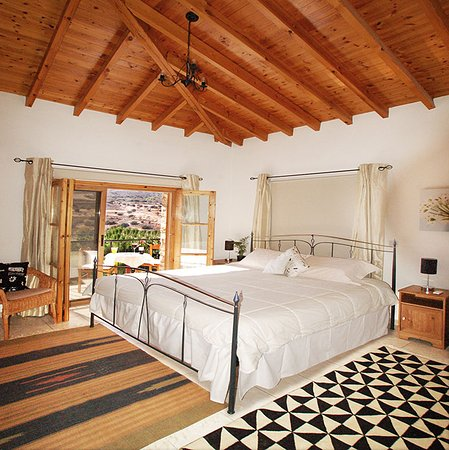 Anna Villa Cyprus Bed and Breakfast: Beautiful rooms with king beds and balcony