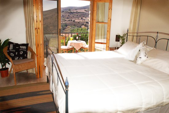 Anna Villa Cyprus Bed and Breakfast: comfortable king bed with balcony and great views
