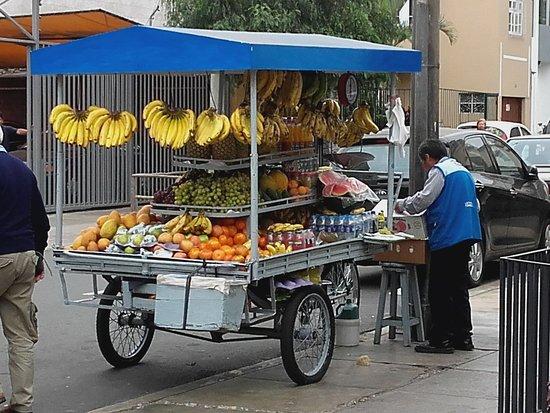 Lima, Peru: Puesto de venta de frutas
