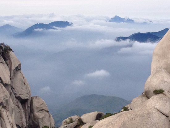 Anqing, Chiny: From the top of TianZhuShan