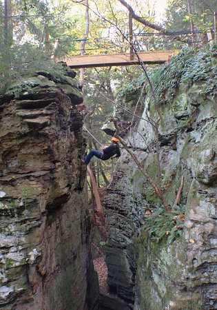 Rockbridge, OH : Rappelling at High Rock Adventures near a skybridge