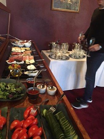 โรงแรมทรีซิสเตอส์: Brekfast buffet