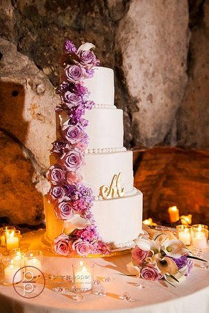 Enticing Cake Boutique Buttercream Cakes And Fondant Available We Serve All Of Central