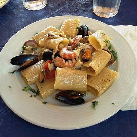 Pioppi, Włochy: paccheri con frutti di mare