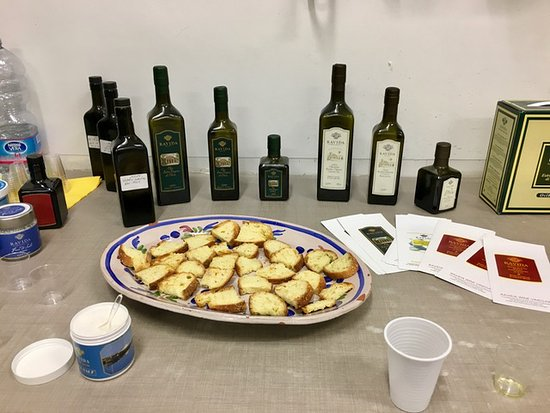 Менфи, Италия: Algunos de los excelentes productos que nos hicieron degustar.
