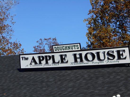 Linden, VA: apple house doughnuts