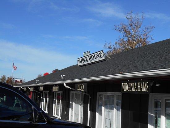 Linden, VA: Apple house items