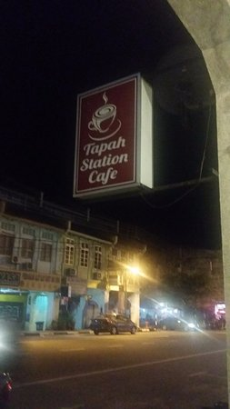 Tapah Station Cafe: Night in