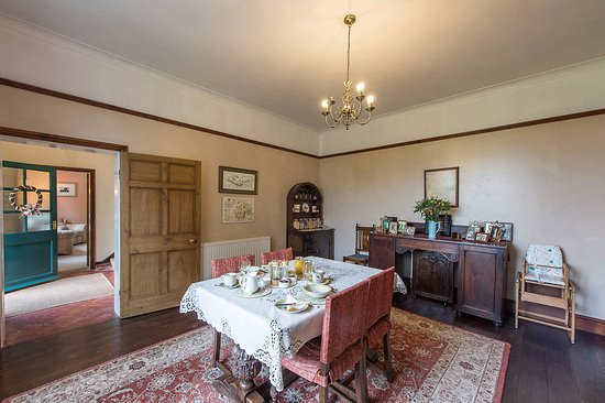Cleobury Mortimer, UK: Take a leisurely breakfast in our guest dining room