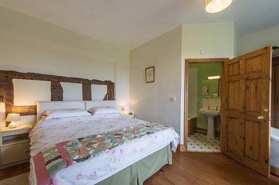 Cleobury Mortimer, UK: We have a super king bed in the green room