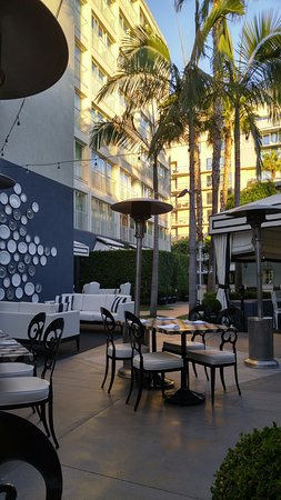 Viceroy Santa Monica: Outdoor Breakfast