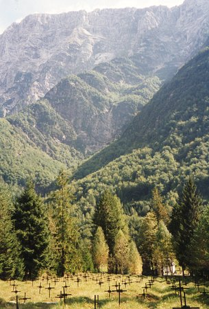 Log pod Mangartom, Eslovênia: Blick vom Denkmal aus in die Berge