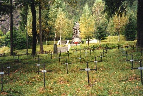 Log pod Mangartom, Slovenia: Blick in Richtung Denkmal