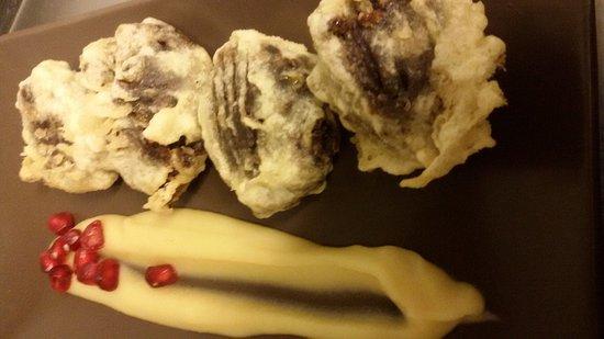 La Gilda Vermuteria : Buñuelos de morcilla con crema de manzana