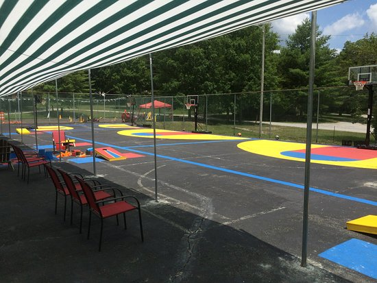 Monteagle, TN: Basketball courts for all sizes, bean bag toss games, shaded sitting area for the family.