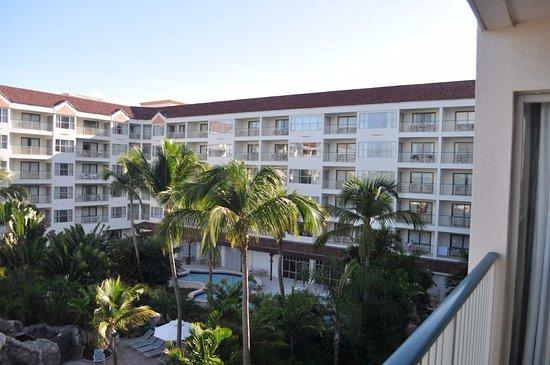 Marriott's Aruba Ocean Club: 4th floor view towards lobby