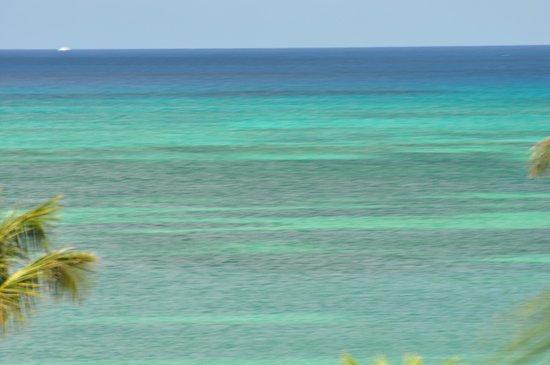 Marriott's Aruba Ocean Club: from 4th floor - bigger lens on camera