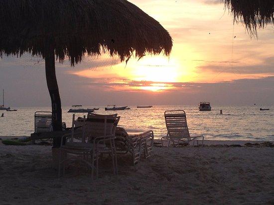 Marriott's Aruba Ocean Club: Sunset on the beach