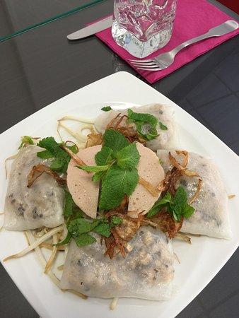 Banh Cuôn de Hanoï : crêpes vietnamiennes fourrées au porc, crevettes et champignons noirs