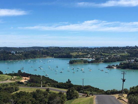 Waiheke-eiland, Nieuw-Zeeland: View over the causeway