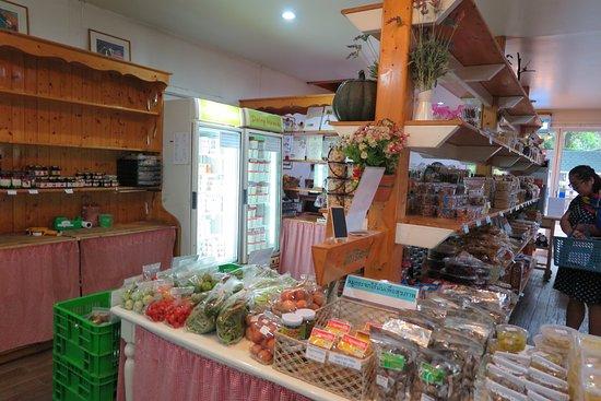 ภายในร้านค้าจำหน่ายผลิตภัณฑ์แปรรูปจาก นมและวัตถุดิบอื่นๆจากธรรมชาติครับ